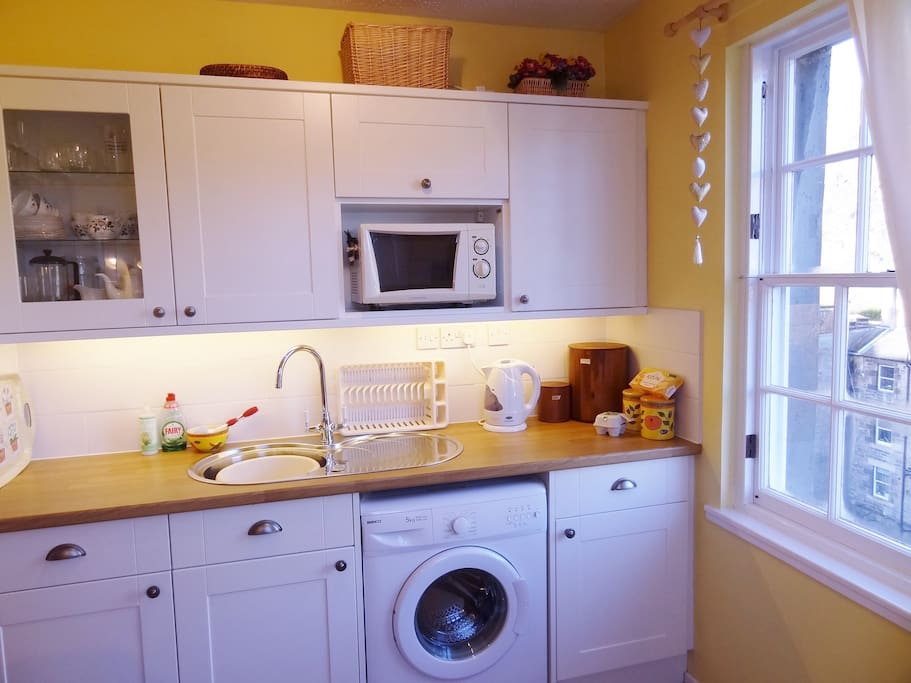 Fully equipped kitchen with castle view. Watch the fireworks from here!