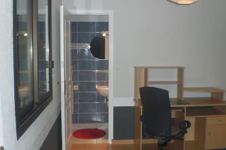 CH MEUBLEE AVEC DOUCHE PRIVATIVE - bruz - House