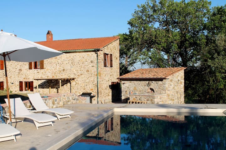 TUSCAN RETREAT WITH STUNNING POOL - Suvereto - House