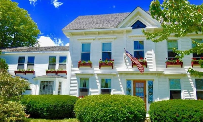 Rent the Bird's Nest Bed & Breakfast for the Week!