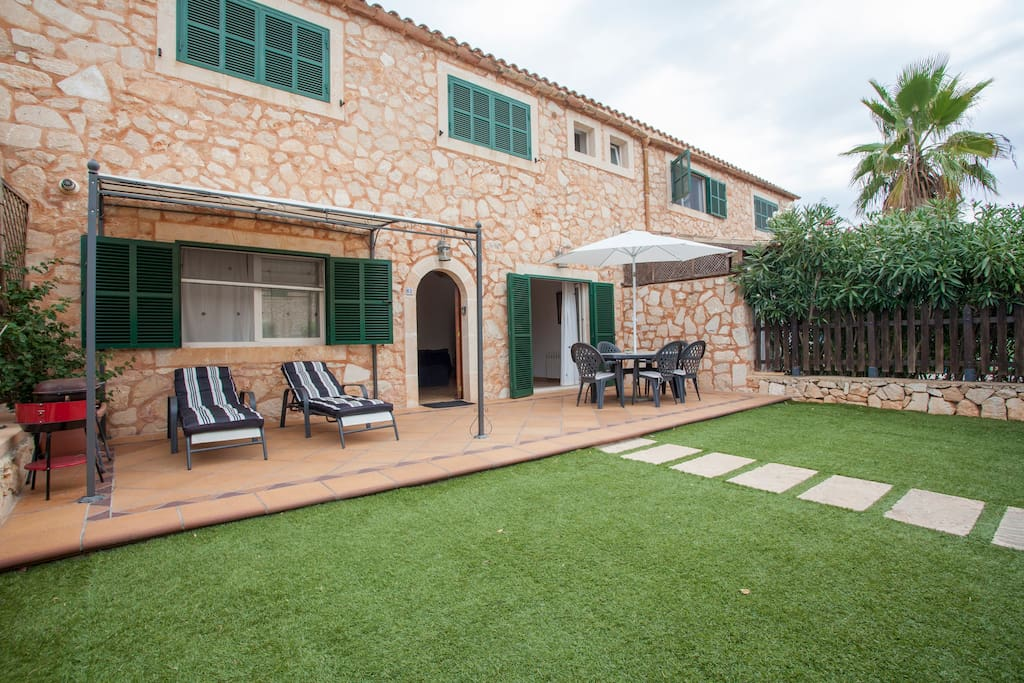 Jardín y terraza.