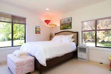Bright Carmel Suite with Pond View - Carmel