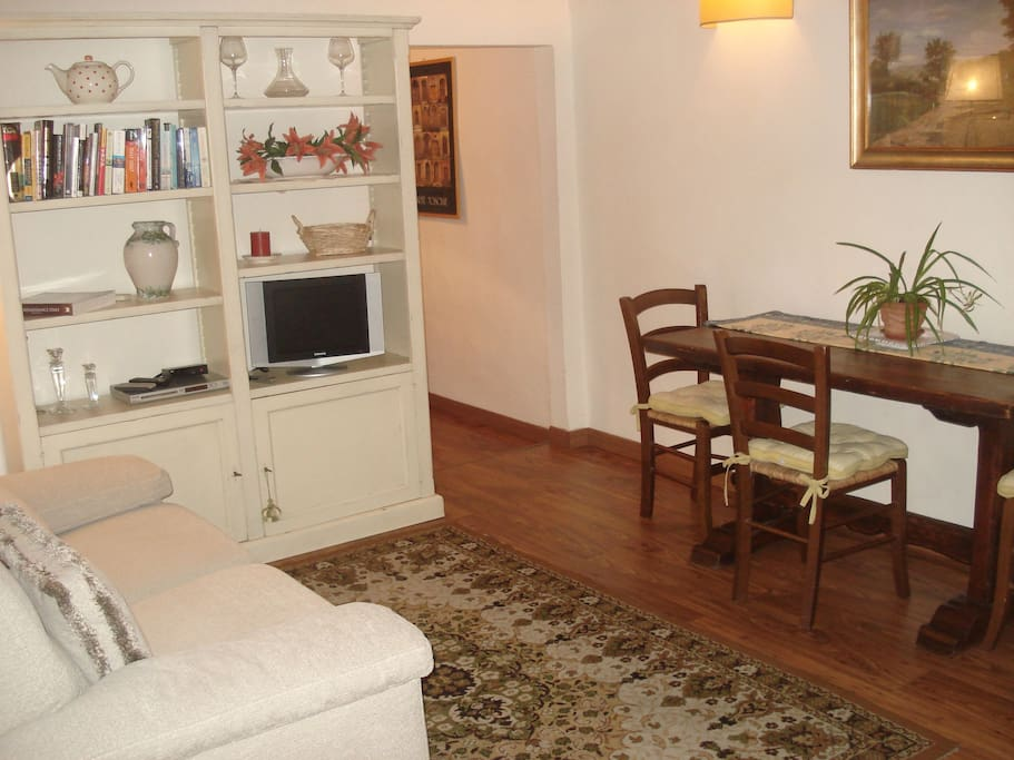 delightful living-dining area. parquet floors and Italian style.