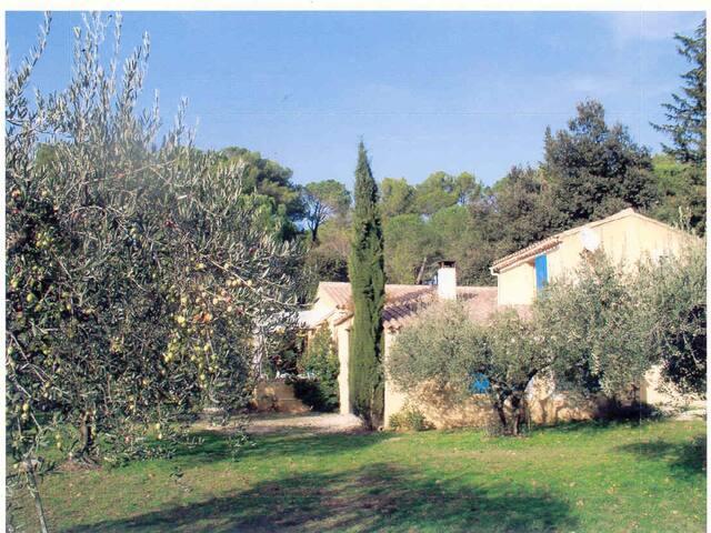 à Lourmarin,  parc du Luberon  - Lourmarin - House