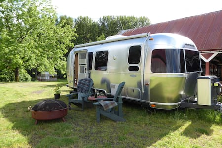 The Flying Cloud 23 ft. Airstream Travel Trailer - Silverton - Husbil/husvagn