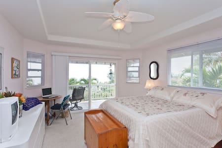Ocean View Master Bedroom Suite - Hus