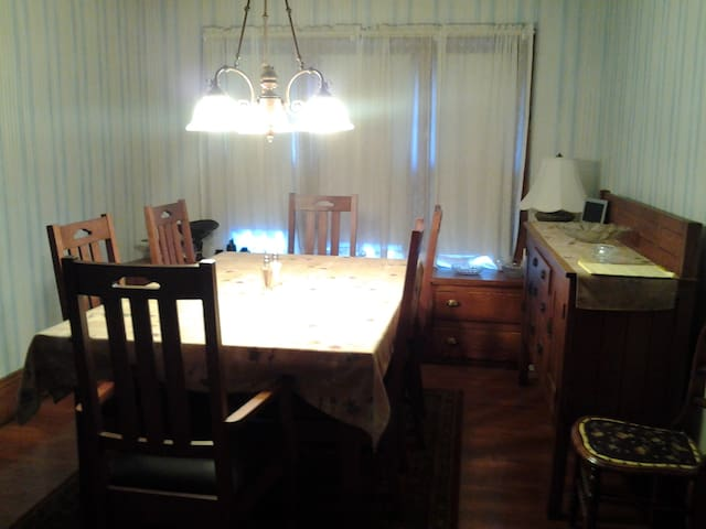 Full-sized, Dining Room