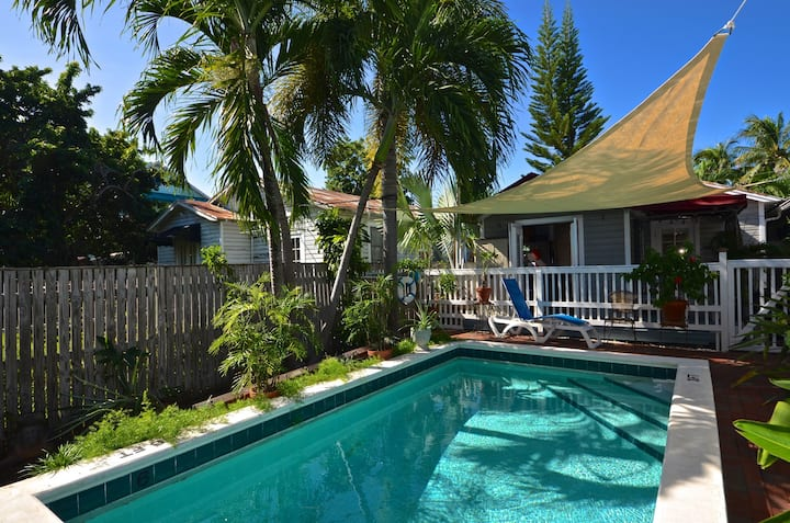 Breezy Florida home with shared swimming pool, dog-friendly - walk to beach!