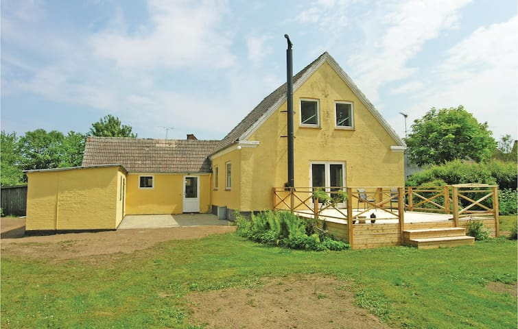 Holiday cottage with 3 bedrooms on 150 m² in Østermarie