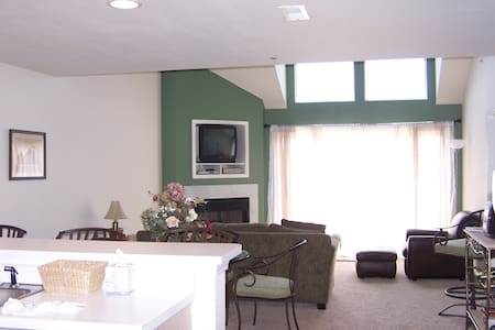 The Ledges, 3 BR+Loft/3 BA Condo - Osage Beach - Condominium