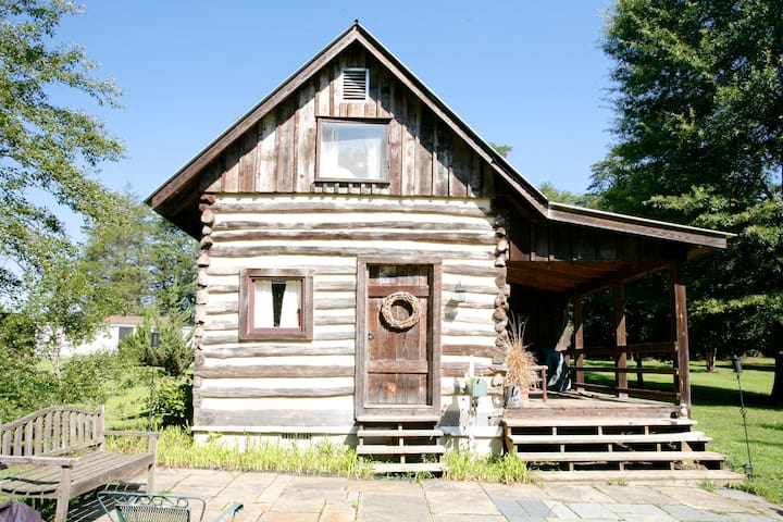 Quaint country authentic log cabin - Scottsville - Cabin