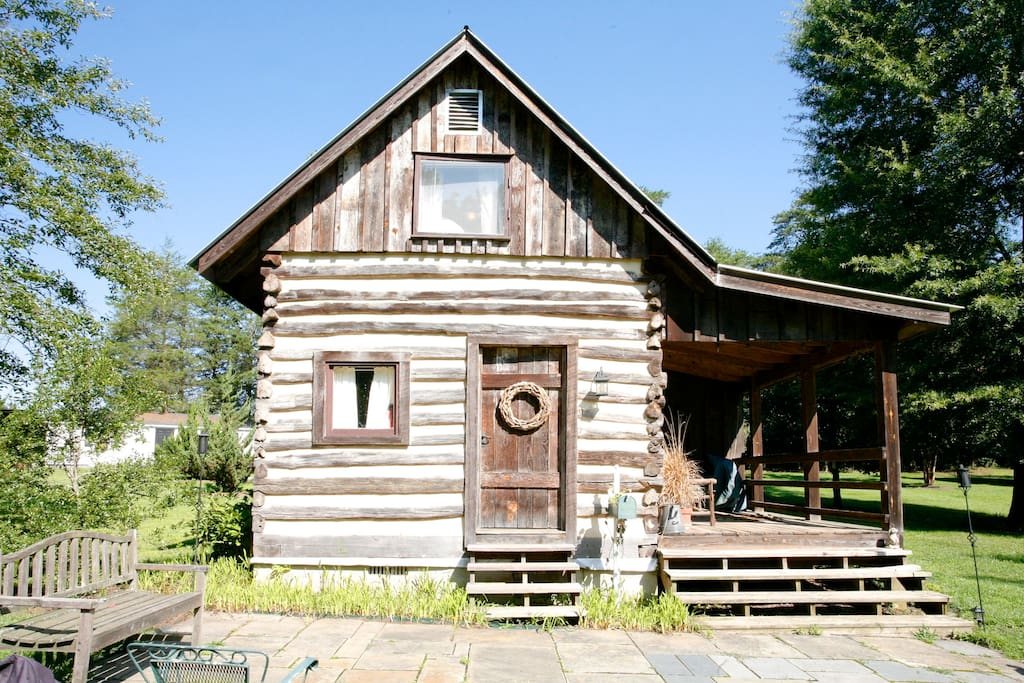 Quaint country authentic log cabin cabins for rent in for Charlottesville cabin rentals hot tub