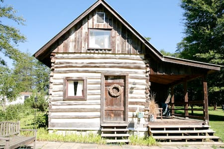 Quaint country authentic log cabin - Scottsville - Cabaña