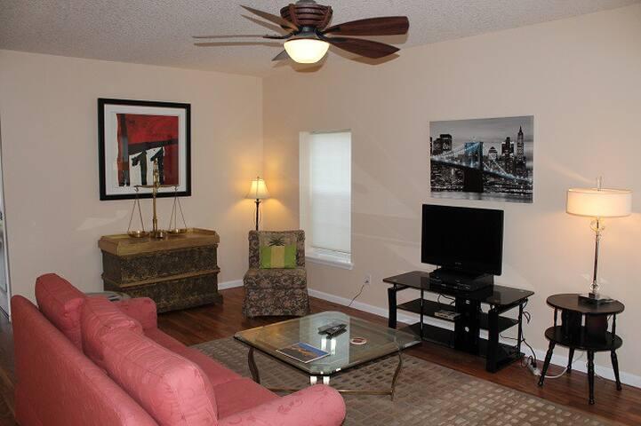 3 Bedroom, 2 1/2 Bath, Upgraded - St. Augustine Beach - Casa