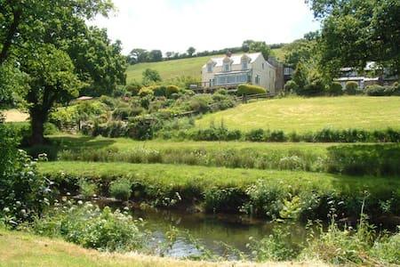 Butterwell Farm Bed & Breakfast - Nanstallon