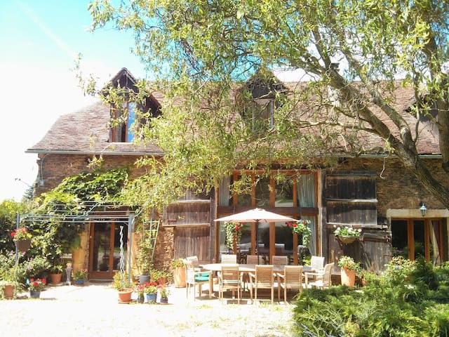 B&B in Converted Barn with Pool - Payzac   - Bed & Breakfast