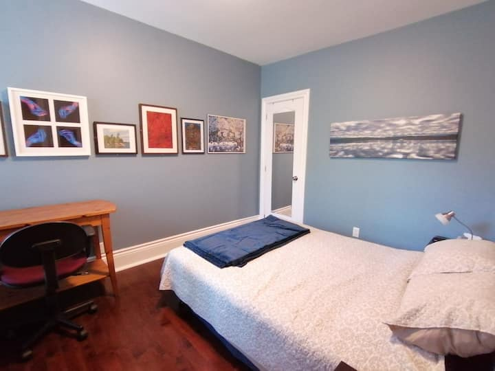 The BLUE Room in the trendy Ossington-Bloor area