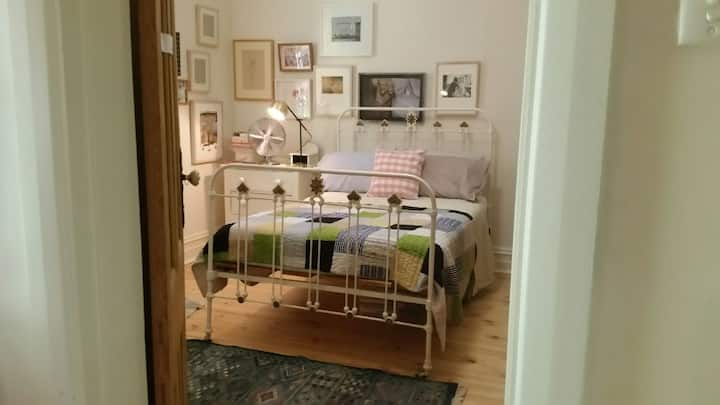 Double bedroom in Henley free wi fi and breakfast