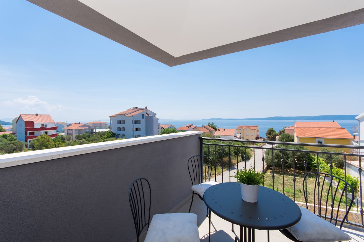 Okrug Gornji apartment with sea view, Trogir