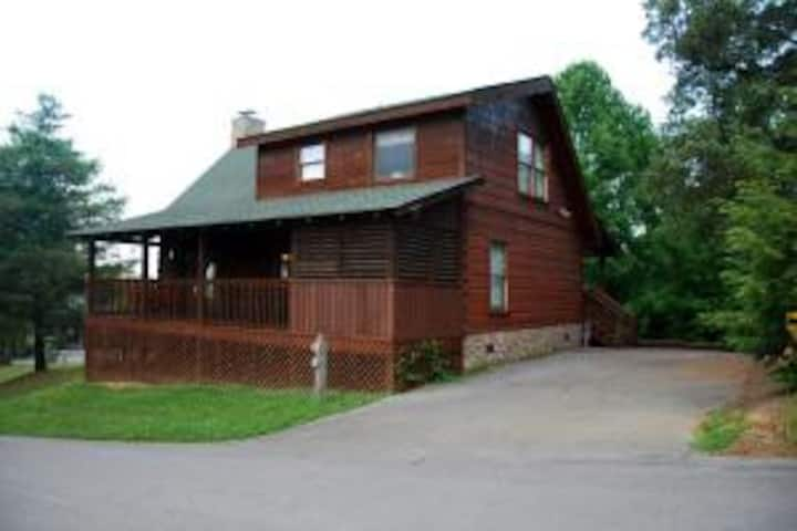 Great Location! 3 King Beds/1 Sofa bed/Game Loft
