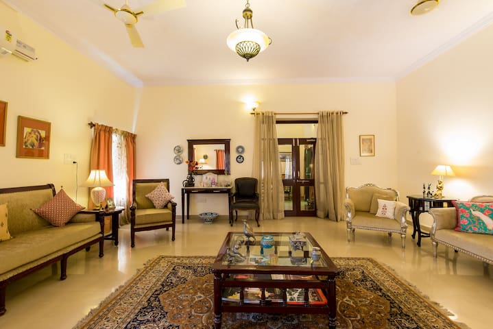 Spacious room in a quiet part in central Jodhpur