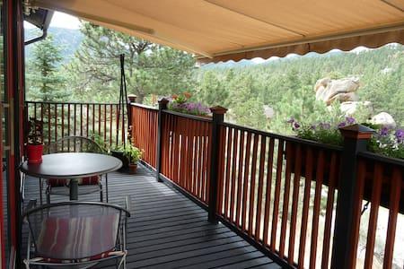 Old Man Mountain Studio @ The Bunkhouse - views! - Estes Park - Cabin