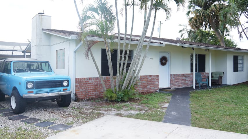 Cozy Stuart Fla Pool Home 5 min to beach/downtown