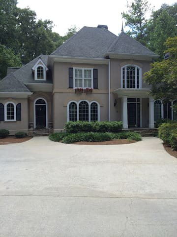 Private and Comfy With A View - Peachtree Corners - Aamiaismajoitus