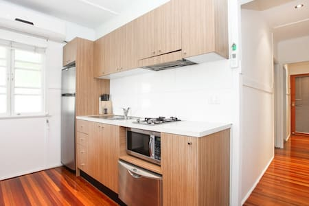 Cozy Two Bedroom Apartment close to the CBD