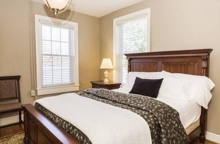 301 - The Mercer Suite - James Buchanan Hotel