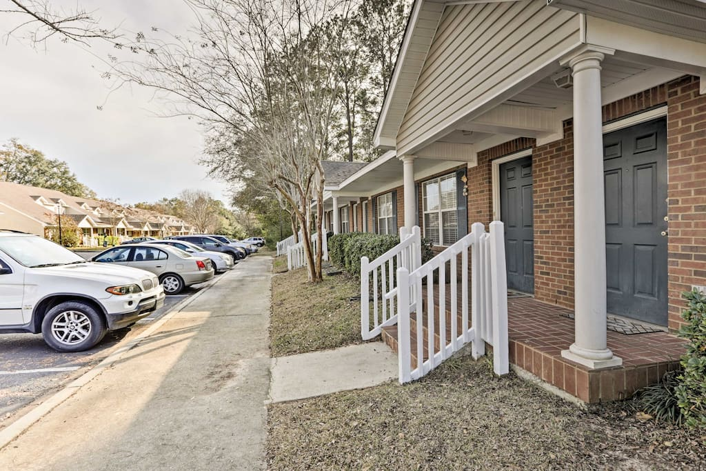 This unit sleeps up to 6 travelers and is only a 10-minute drive from downtown.