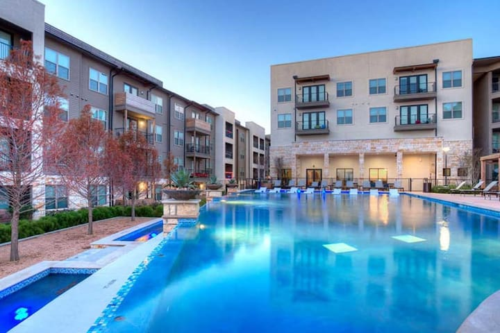 Upscale/Luxurious stay at heart of the RIM, SA, TX