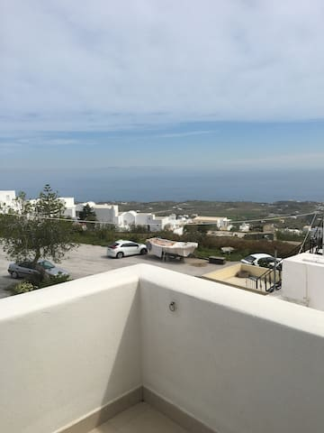 2 bdrm apartment can sleep 9, 50mtrs from cliff!! - Thera - Appartement