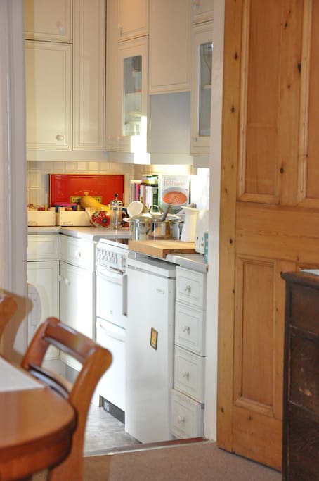 Access to kitchen, use of kettle, toaster, microwave