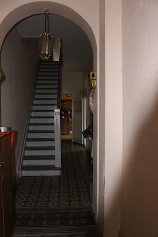 2-Raum Wohnung in Altbaustadthaus - Mönchengladbach - Hus