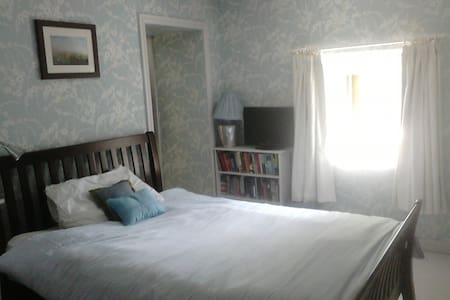 Cosy double room in country cottage