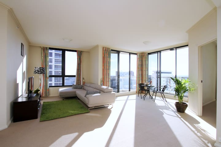 Spacious modern Apt with views - St Leonards - Apartment