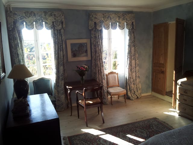 Luxury ensuite room in chateau