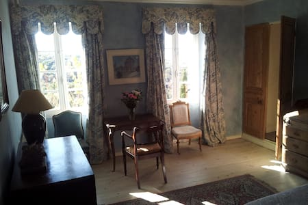 Luxury ensuite room in chateau - Bed & Breakfast