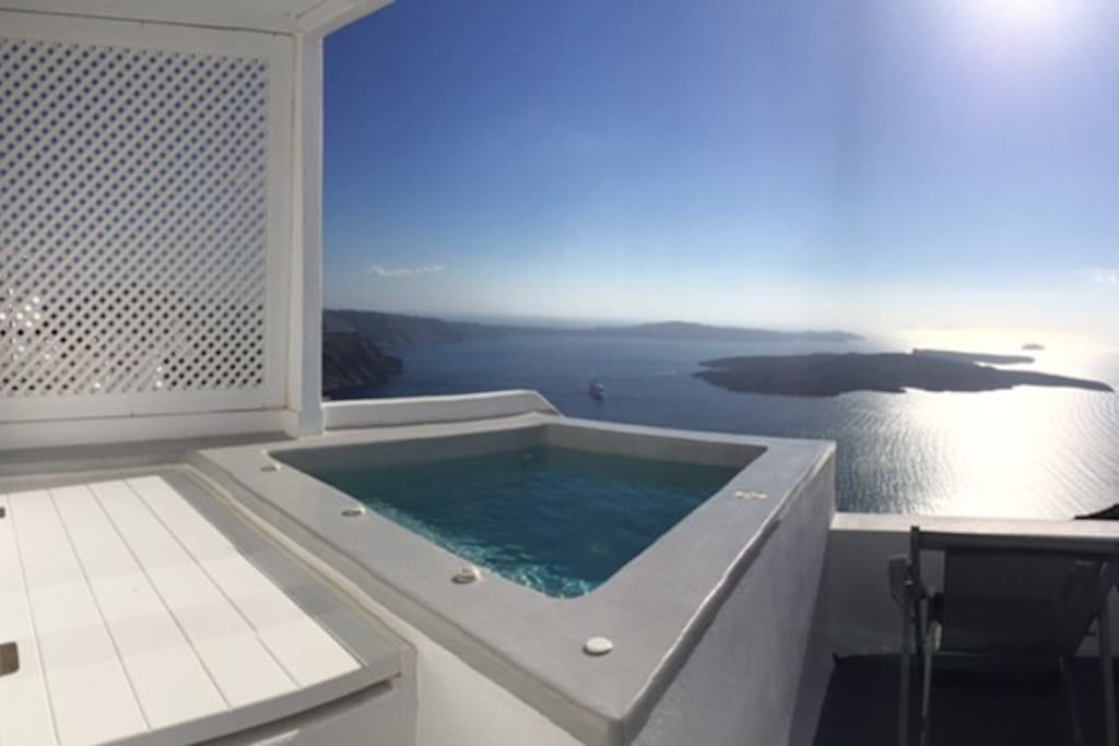 Private suite with private outdoor dip pool boutique for Sofa exterior aki