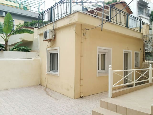 Cozy little studio - KALLITHEA  - Casa