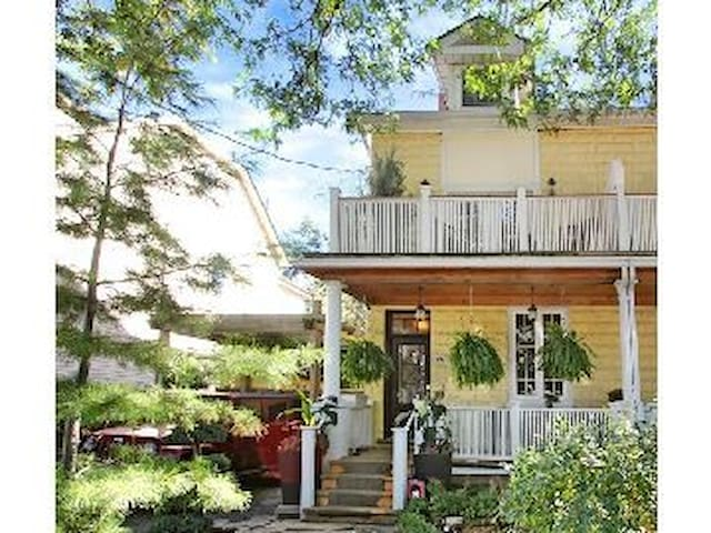 Great 1 bdrm suite in Leslieville