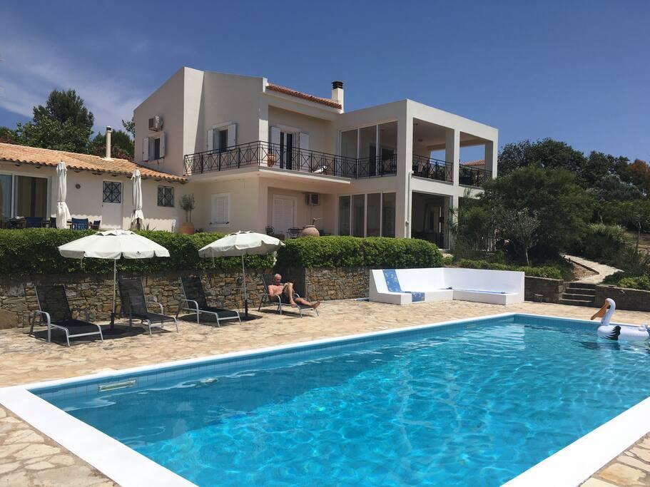 Villa 4 bedrooms seaview peloponnese case for Case a buon mercato 4 camere da letto