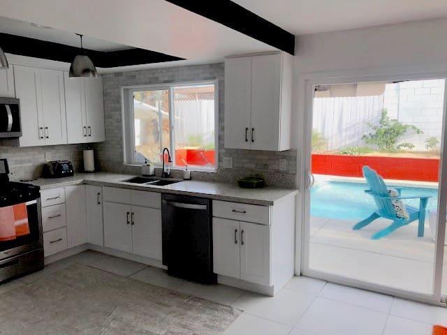 Chic & Cozy Casa near Palm Springs