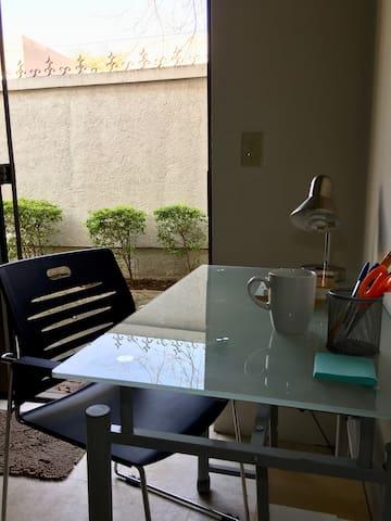 Espacio para trabajar; zona residencial tranquila.  WIFI