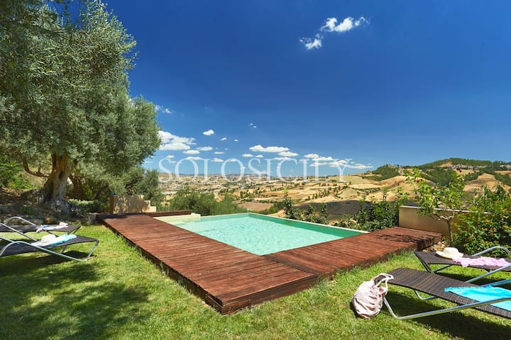 Countryside Vila with a Pool