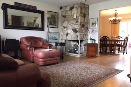 Cozy Condo in Central Orange Co. - Tustin - Appartement en résidence