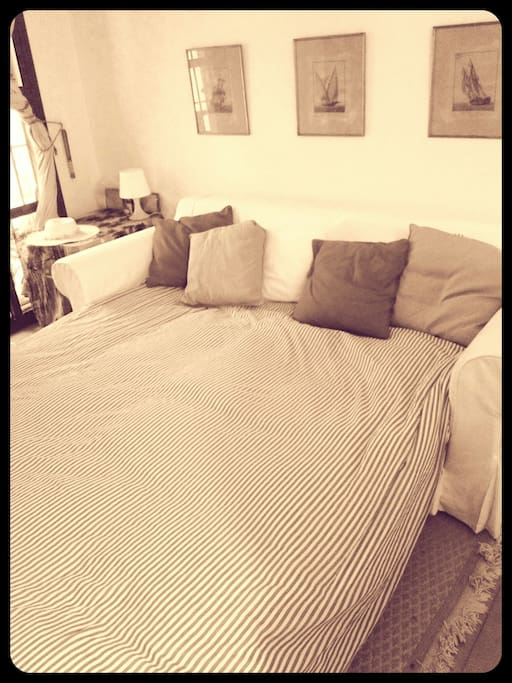 Sofa / king size bed