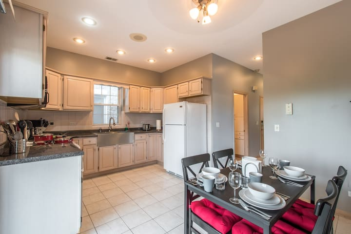 Modern 2 Bedroom with big backyard, right downtown