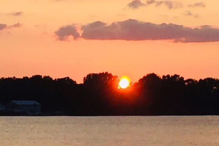 Buckeye Sunset, Best Lakefront Home w/ Best Views